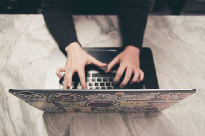 Vihapuhetta ja vertaistukea – nettikeskustelut tutkimusaineistona | Liikkeessä yli rajojen